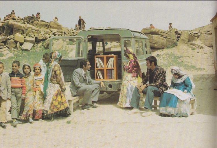 Boekmobiel (met kleine collectie) in Koerdistan, 1970