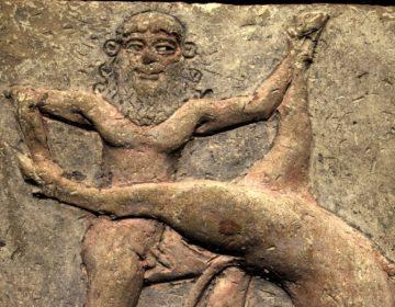 Gilgamesj in gevecht met de 'hemelstier'; terracotta reliëf bewaard in de Koninklijke Musea voor Kunst en Geschiedenis, Brussel