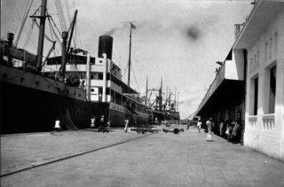 De havenwerken van Batavia (Collectie Tropenmuseum, Commons Wikimedia)