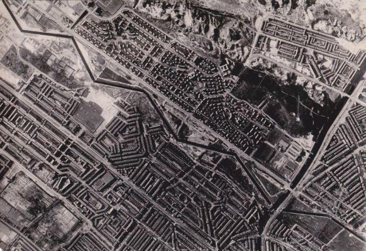 Ongedateerde geallieerde luchtfoto van de Haagse tankgracht. Rechts het Verversingskanaal. (Archief J. Buisman)