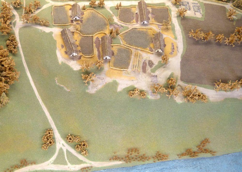 Reconstructie van een nederzetting uit de Bandkeramische cultuur (Archeologisch Museum Kelheim - cc)