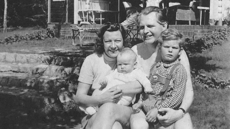 Familie Meisel bij het 'huis aan het meer' (Edition Meisel GmbH)
