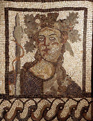 Mozaïek met Bacchus - Steen, Romeins, h. 79 cm., 2de eeuw na Chr. (RMO)