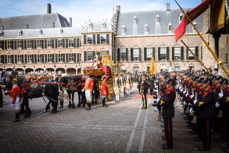 De Gouden Koets arriveert op het Binnenhof op Prinsjesdag 2014 (cc - Rijksoverheid - Bas Arps)