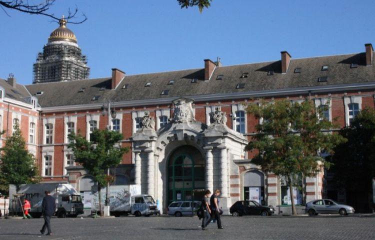 Het Vossenplein in Brussel met de voormalige brandweerkazerne (cc)