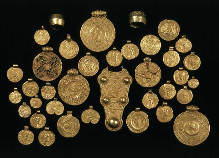 Het Rijksmuseum van Oudheden toont de goudschat van Wieuwerd (CVN)