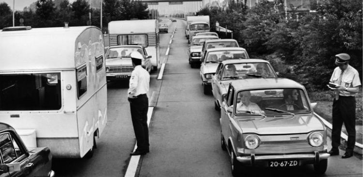 Hij reed met eigen autootje en caravan erachter naar onbekende zonnige oorden.