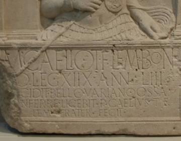 Grafsteen van Marcus Caelius van het Achttiende Legioen (tweede regel; Rheinisches Landesmuseum, Xanten)
