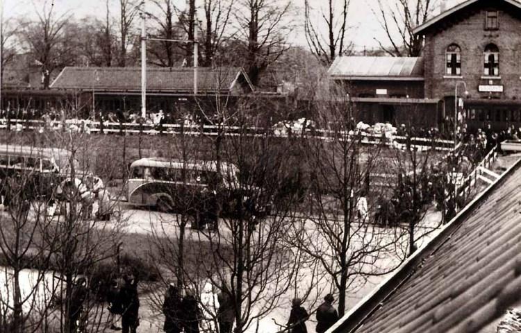 Aankomst jodentransport op Versterplein (de heer Van Heel, collectie Nationaal Monument Kamp Vught)