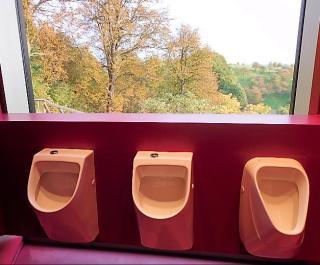 Uitzicht over het Saaletal vanaf de urinoirs.