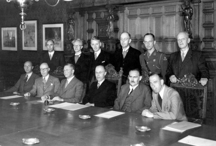 Vergadering van de ministers van het kabinet Beel. Den Haag, juli 1946.