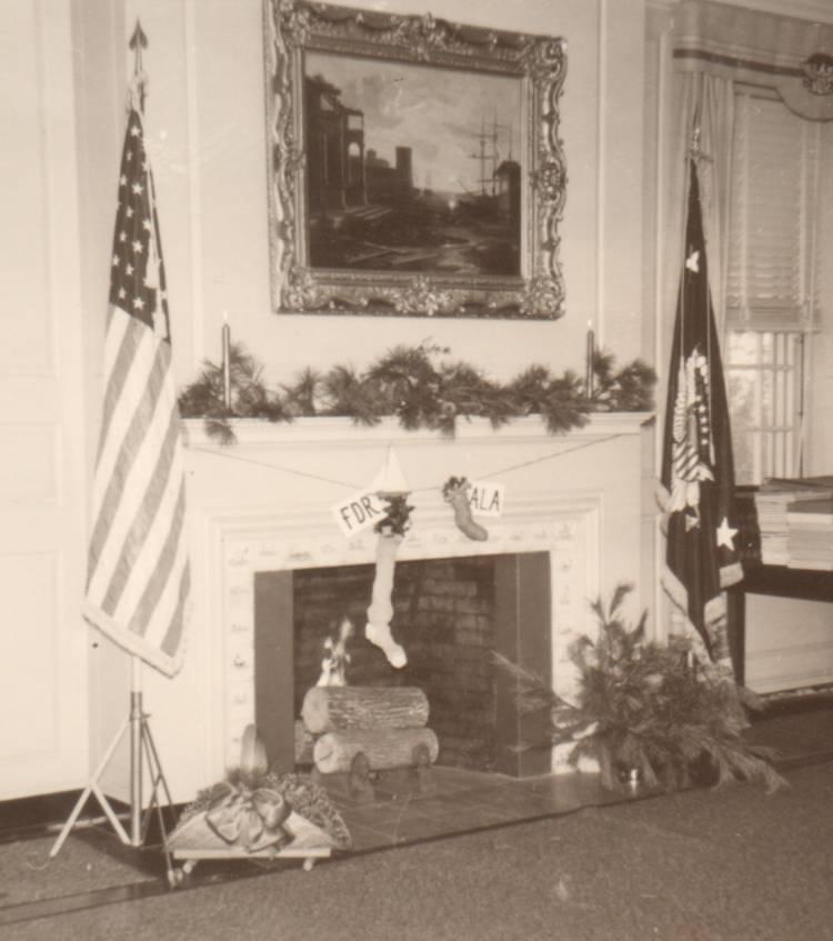 De kerstsok van de president en die van Fala, zijn Schotse terriër. (FDR Presidential Library)