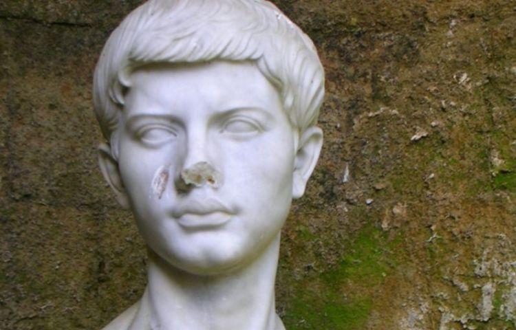 Moderne buste van Vergilius, bij het zogenaamde Graf van Vergilius in Napels. (cc - A. Hunter Wright)