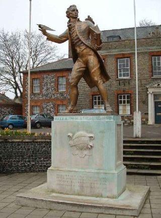 Standbeeld van Paine in zijn geboortestad Thetford (Norfolk) - wiki