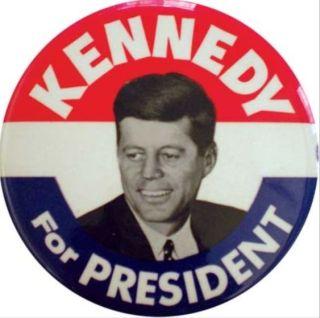 Badge uit de verkiezingscampagne van John F. Kenndy, 1960 (wiki)