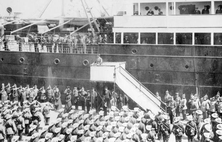 Hunnenrede (1900) - Keizer Wilhem II neemt afscheid van het Duitse Oost-Aziatische Expeditiekorps (cc - Bundesarchiv)