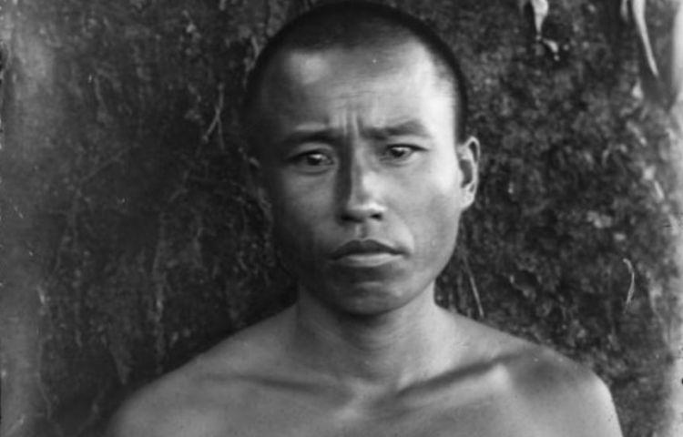Portret van een Chinese dwangarbeider, ca 1900/1940. (Wikimedia, coll. Museum van Wereldculturen)