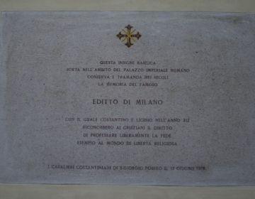 Plaquette uit 1978 in de San Giorgio al Palazzo in Milaan ter herinnering aan het Edict van Milaan