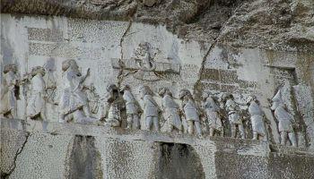 Behistun-inscriptie in Iran (Publiek Domein - wiki)