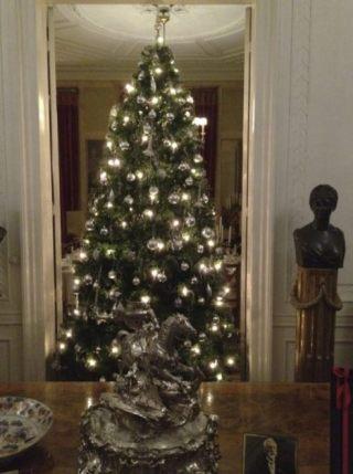 Kerstboom in Huis Doorn (CC BY-SA 3.0 - Terry van Elk - wiki)