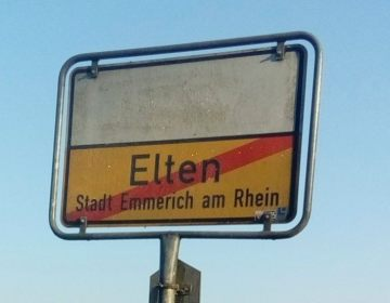 Bord bij Elten (CC BY-SA 3.0 - Quahadi - wiki)