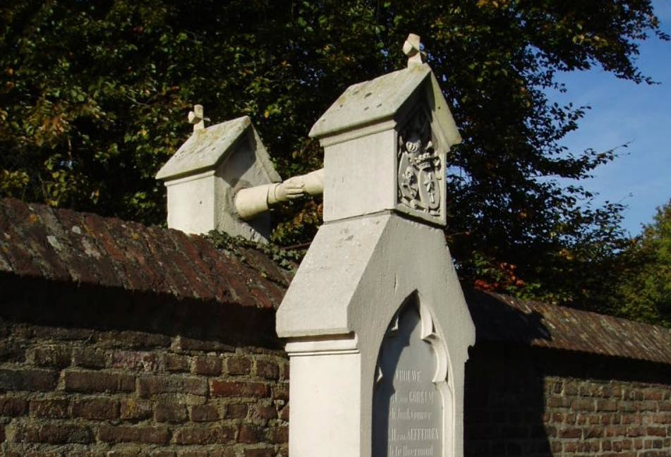 """Het """"graf met de handjes"""" in Roermond"""