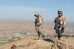 Guardia civil sobre las colinas de Qala-e Naw - Afganistán