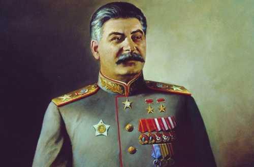 Който присъди на Сталин титлата Генералисимо. Презрамки на генералисимо.  Най-високото военно звание. Военното звание на И. В. Сталин. Сталин и  Великата отечествена война