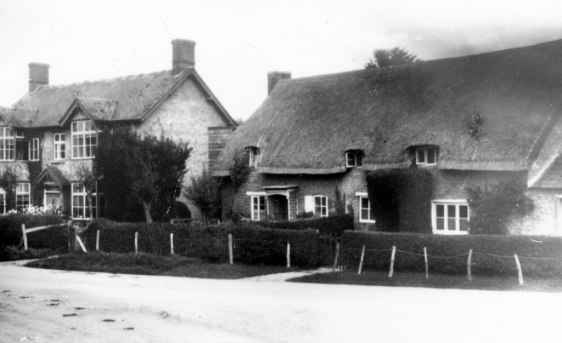 Primrose Villa and the two thatched cottages [Sheila Terry]