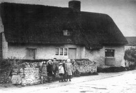 Straddlestones, Main Street Mid 1920s. Maud Ody far right. Note the single shutter hinging upwards as mentioned in Maud Ody's book P35.