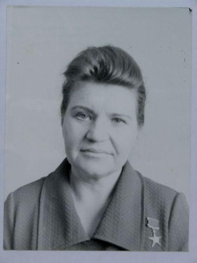 Неупокоева Мария Ивановна, Герой Социалистического Труда, бригадир маляров треста «Курганжилстрой». 1970-е гг.