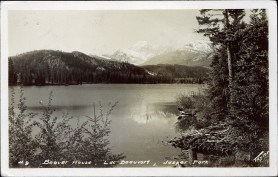 Beaver house, Lac Beauvert, Jasper Park. Canadian National Railways, Jasper Park Lodge; Taylor, circa 1937. peel.library.ualberta.ca/postcards/PC008168.html