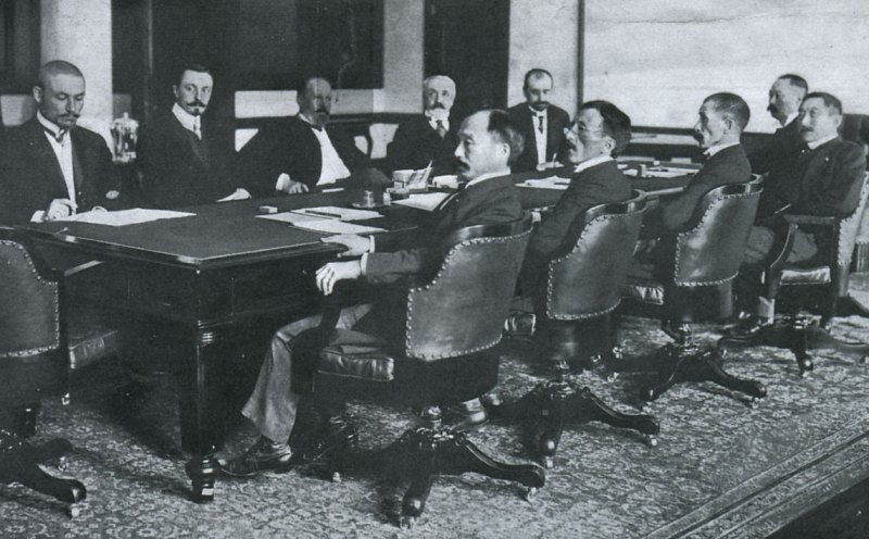 Treaty of Portsmouth delegations: Russians (far side of table) -- Korostovetz, Nabokov, Witte, Rosen, and Plançon; and Japanese (near side of table) -- Adachi, Ochiai, Komura, Takahira, and Sato.