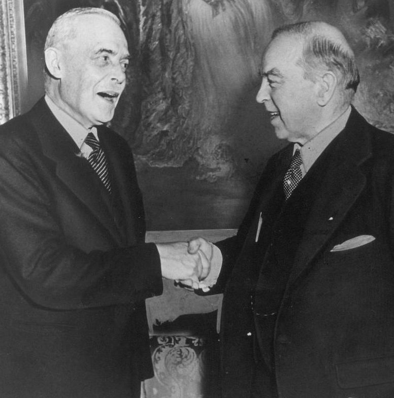 Canadian Prime Ministers Louis St Laurent and William Lyon Mackenzie King