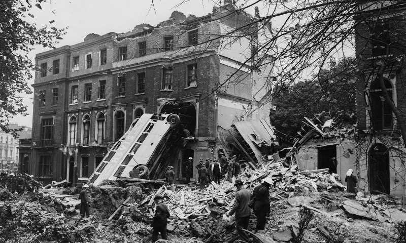 England during the Second World War: The aftermath of a 9 September 1940 air raid on London