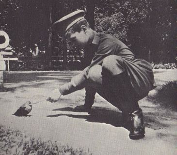 Alexei with a bird in about 1917.