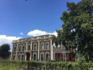 De voorkant van het museum