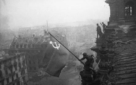 Знамя победы над рейхстагом 1945г. 1 мая 1945 года
