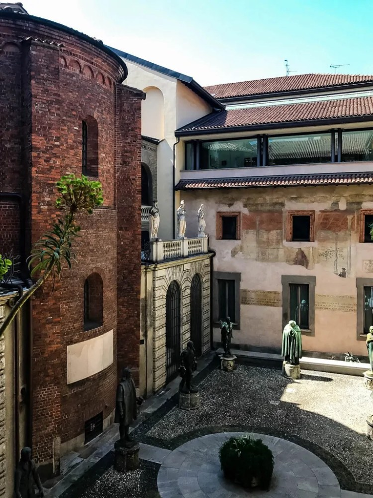Courtyard of the Veneranda Biblioteca Ambrosiana including a view of the wall of the Santo Sepolcro church, now a part of the library