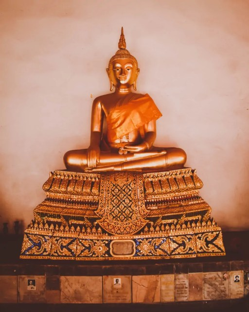 Buddha Statues at Wat Mahathat Yuwarajarangsarit Rajaworamahavihara
