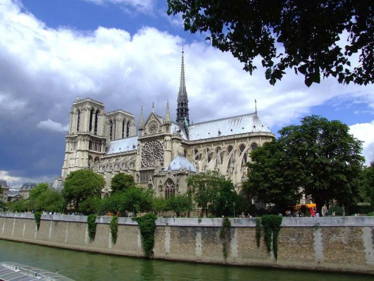 Notre-Dame on thé banks of the Seine