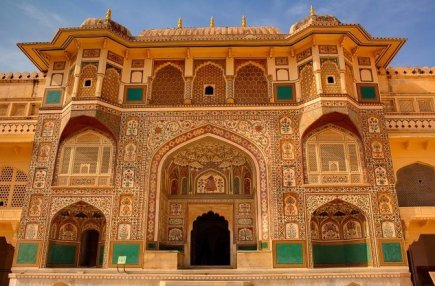 Birthplace to Princess of Amber Jodha Bai, the Fort was built by Raja Man Singh during 967 CE.