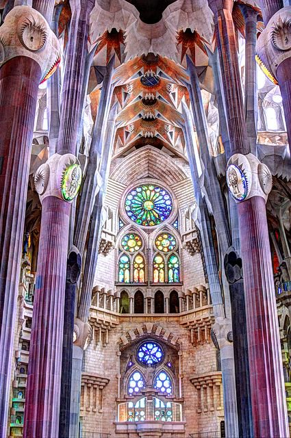 Fascinating Historical Picture of La Sagrada Familia with Antoni Gaudi in 1883