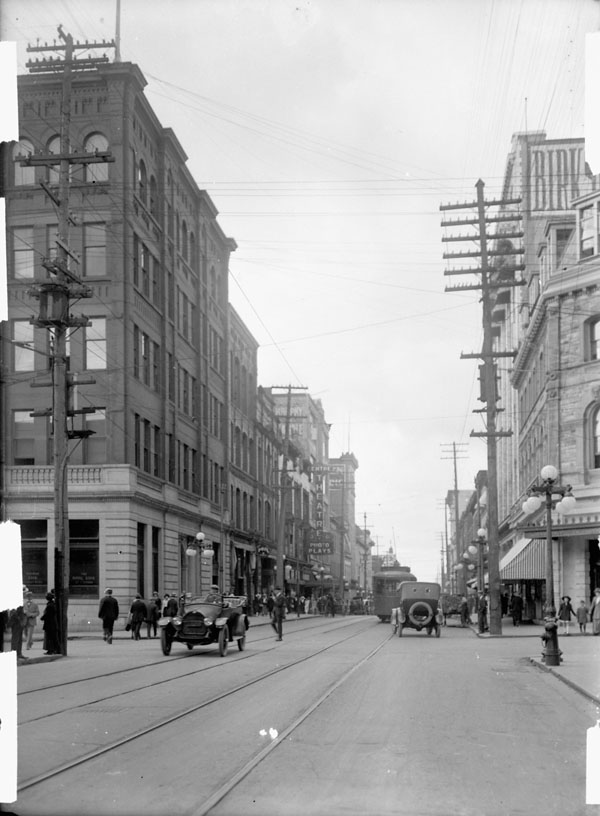 One in from the corner, the Holbrook Building stood proud on Sparks street until the lamented TD branch necessitated its demolition. Image: Topley Studio / LAC Accession 1936-270 NPC Box 00603E Item 389.