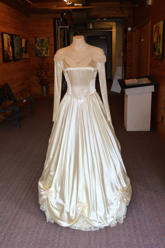 Vintage Elegant Satin Wedding Dresses