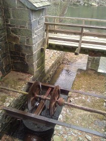 Working sluice gate
