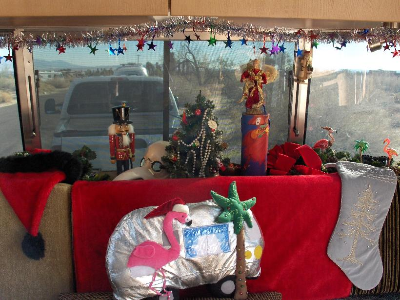 HPIM1970 Airstream decorated for Christmas