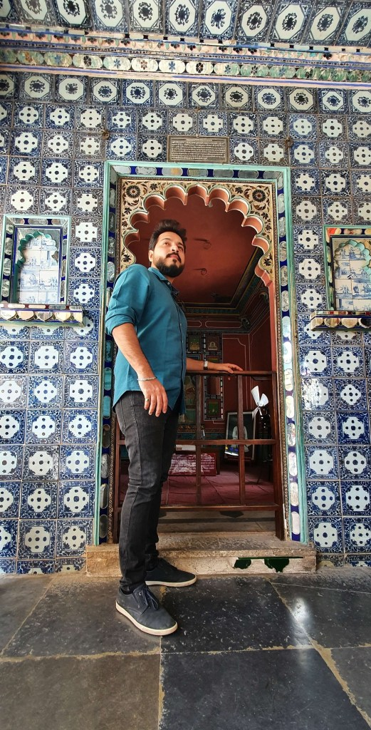 The Dutch & Chinese tiles in Chitrashali in City Palace