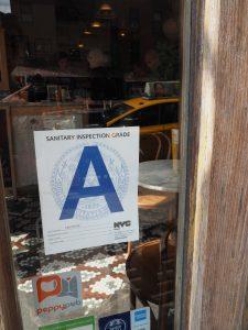 Das A zeigt, ob der Laden sauber ist.