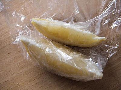 くし切りしたレモンを凍らせたもの